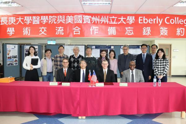 Chang Gung University and Pennsylvania State University re-signed a memorandum of cooperation and continued to promote sending medical students to the United States for the summer exchange program.