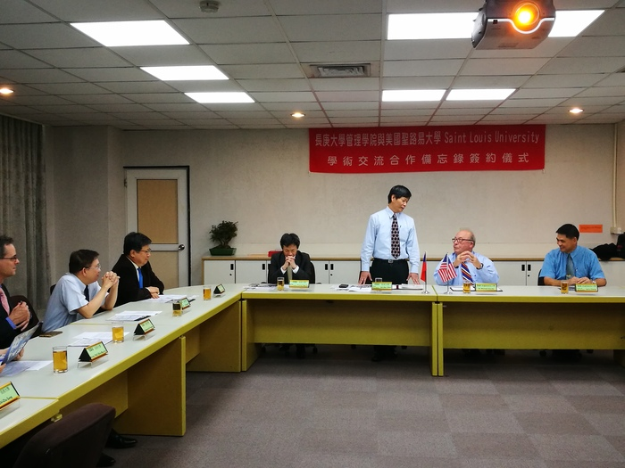 Opening speech by CGU Vice President Prof. Jan-Kan Chen (third from right)