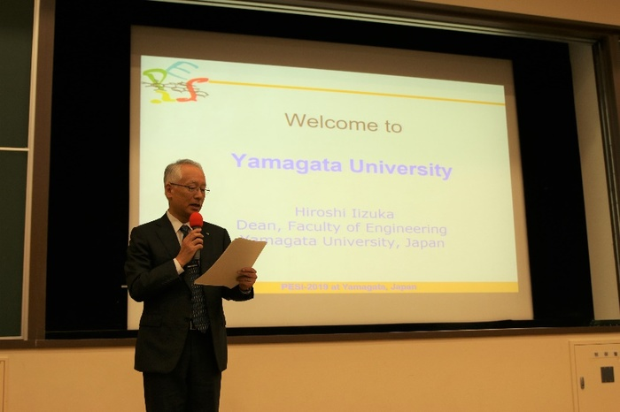 Professor Iizuka, dean of the Faculty of Engineering of Yamagata University, delivered a speech.